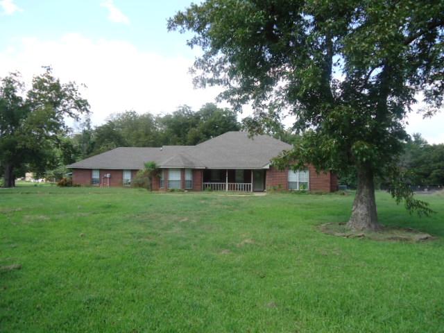 305 High St, Roxton, TX 75477