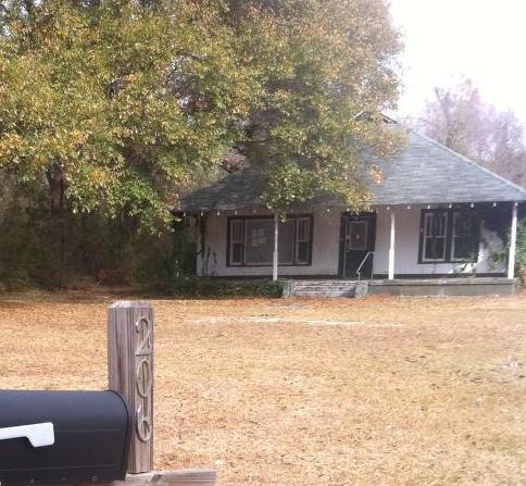 206 Palmer Rd, Ellisville, MS 39437