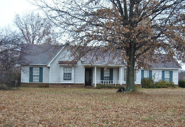 110 Hickory Ln, Millington, TN 38053