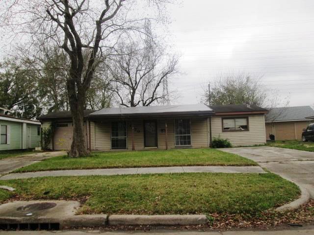 1120 Mobile Dr, Pasadena, TX 77506