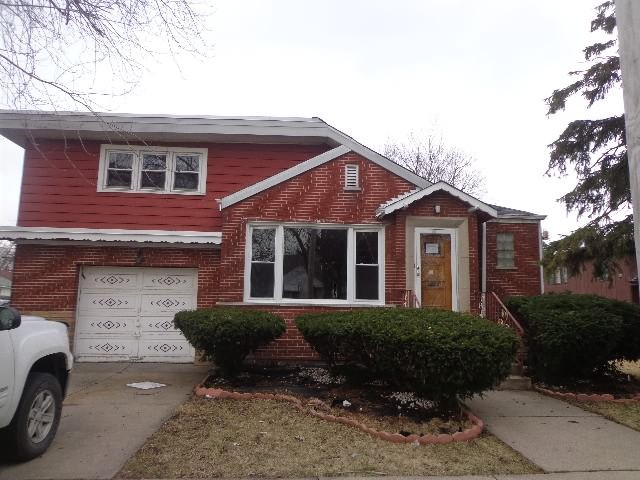 8825 S California Ave, Evergreen Park, IL 60805