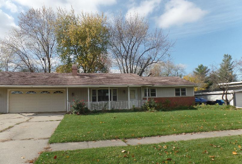 Photo of 215 Cherokee Dr  Lowell  IN