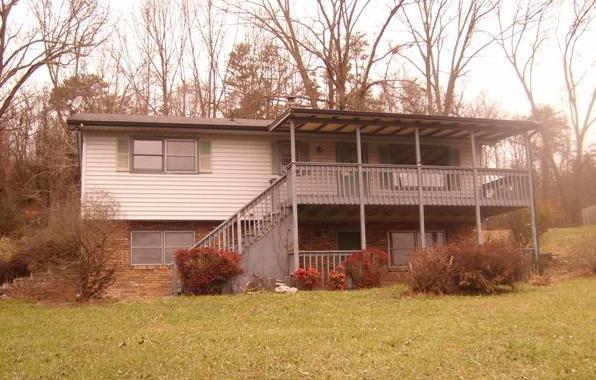 141 Honeysuckle Ave, Surgoinsville, TN 37873