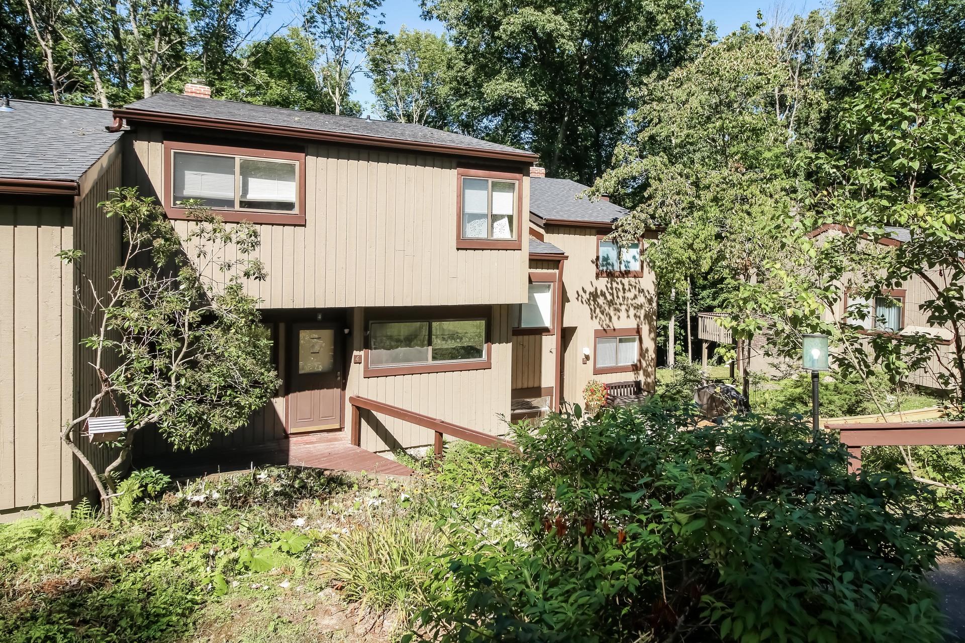 Photo of 4 Ironwood Ln 40b  Woodbury  CT