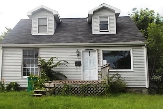 14 E 55th St, Westmont, IL 60559