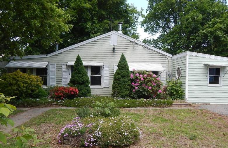 16 Walnut St, West Warwick, RI 02893