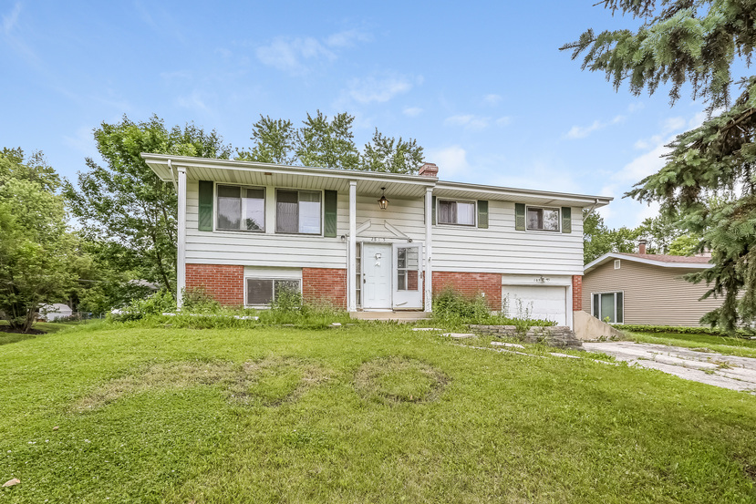 2s105 Valley Rd, Lombard, IL 60148