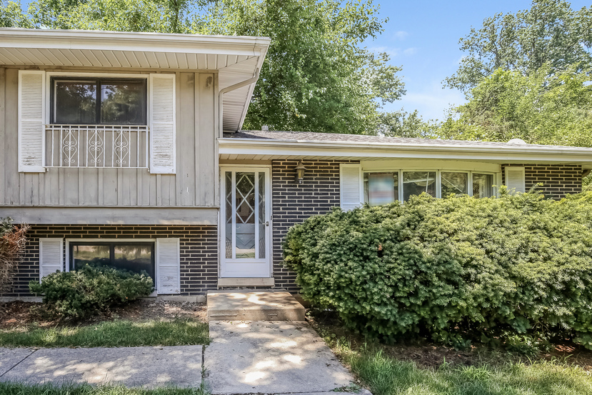 29w246 Pine Ave, West Chicago, IL 60185