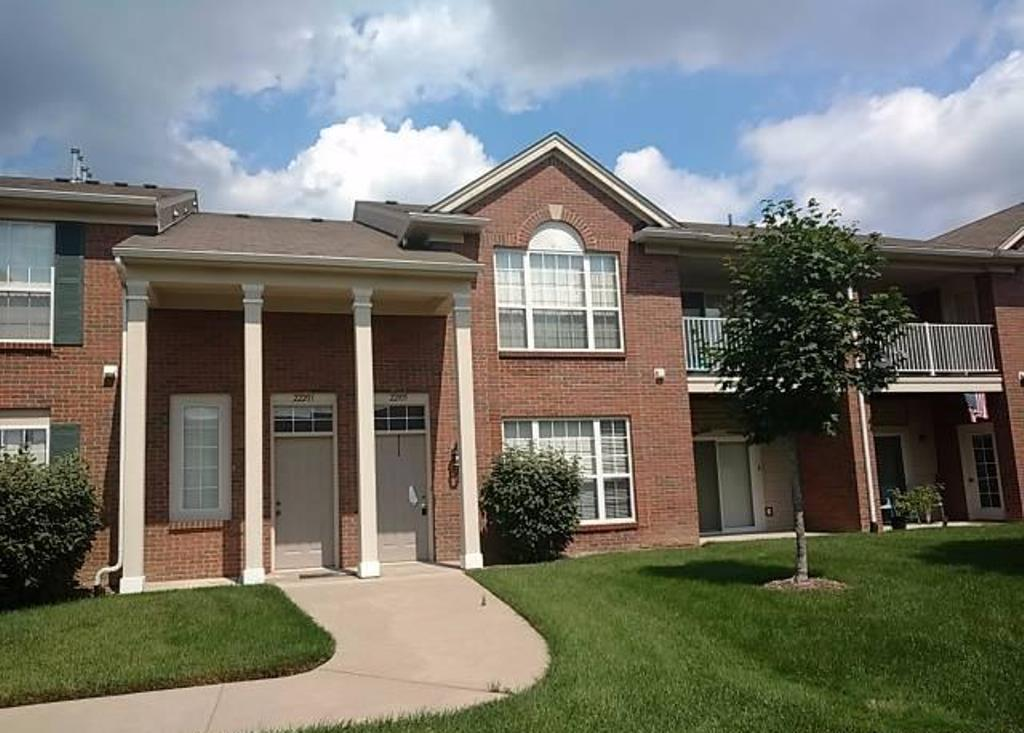 Photo of 22105 Chesapeake Cir  256  Commerce Township  MI