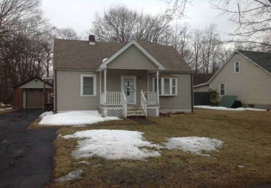 18 Henmond Blvd, one of homes for sale in Poughkeepsie