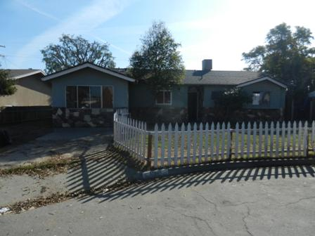 10945 Abby Ln, Hanford, CA 93230