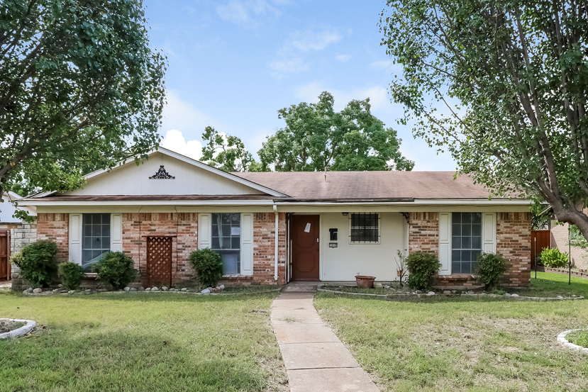 Photo of 1010 Pleasant Vly Rd  Garland  TX