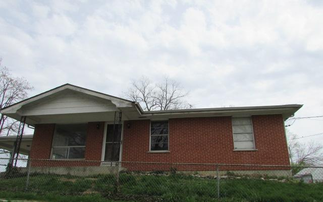 101 S 6th St, Elsberry, MO 63343