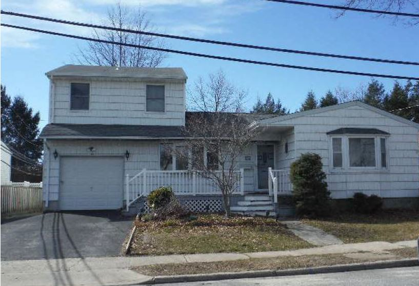 Photo of 25 Calvert Ave  Commack  NY