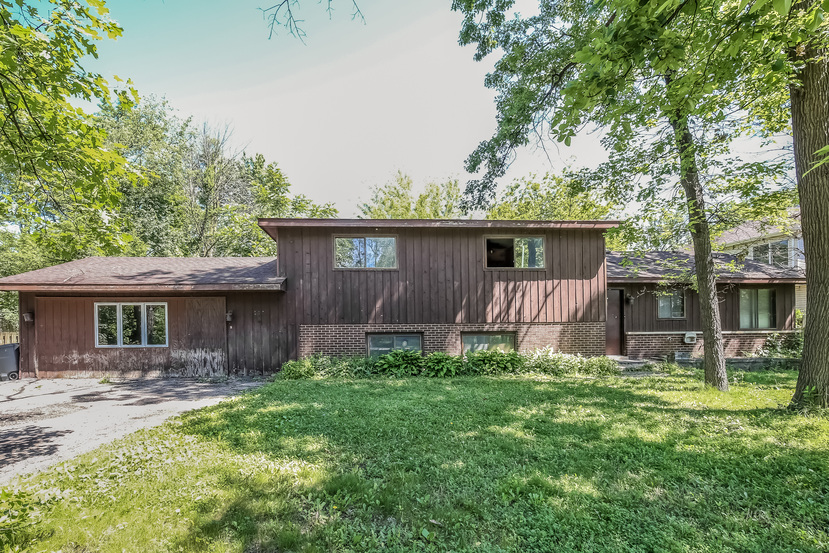 29w326 Helen Ave, West Chicago, IL 60185
