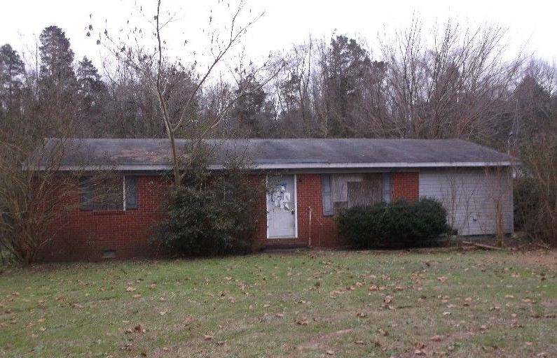 2827 PINE SPRINGS RD, Fayetteville in  County, NC 28306 Home for Sale