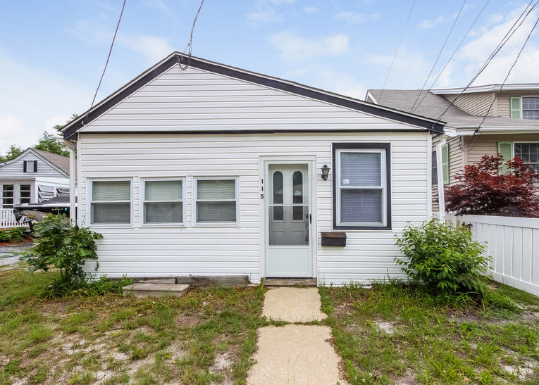 115 W Groveland Ave, Somers Point, NJ 08244