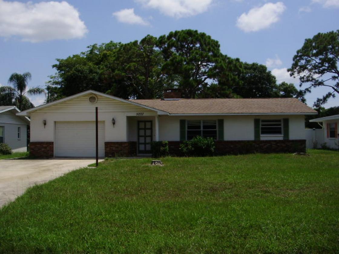 5207 13th Ave Dr W, Bradenton, FL 34209
