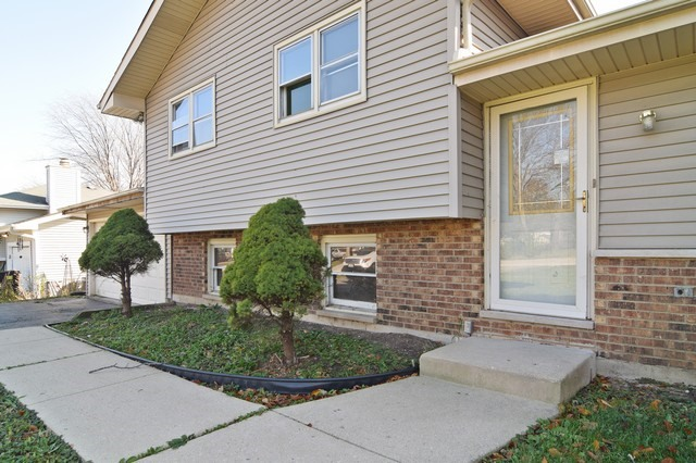 29w075 Bolles Ave, West Chicago, IL 60185