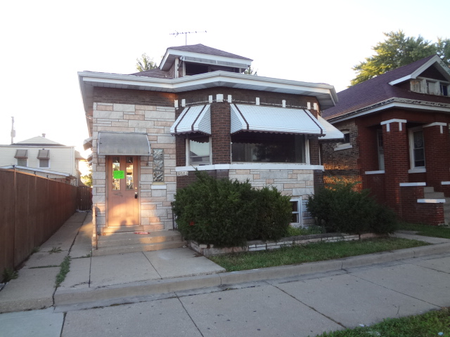 5551 S Whipple St, Chicago, IL 60629