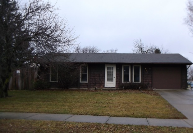 820 Pinetree Dr, Fort Wayne, IN 46819