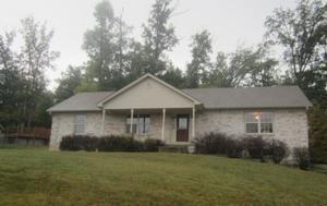 211 Village Pine Dr, New Albany, IN 47150