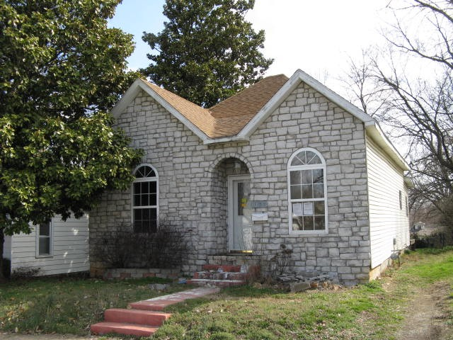 1028 James St, Carthage, MO 64836
