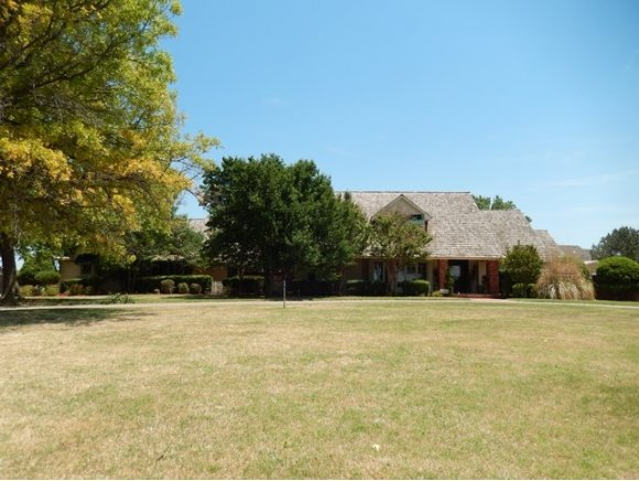 10084 Deer Creek Rd, Weatherford, OK 73096