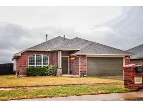 Featured Property in MOORE, OK, 73160