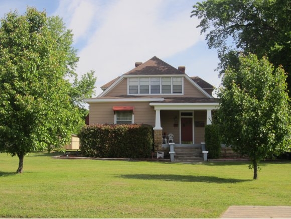 129 Jefferson Ave, Eufaula, OK 74432