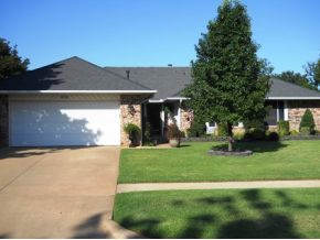 908 Claremont Dr, Weatherford, OK 73096