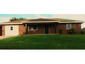 132 Stewart Ave, Weatherford, OK 73096