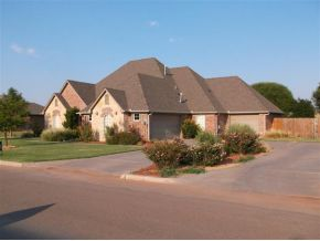 113 Riverview Dr, Clinton, OK 73601