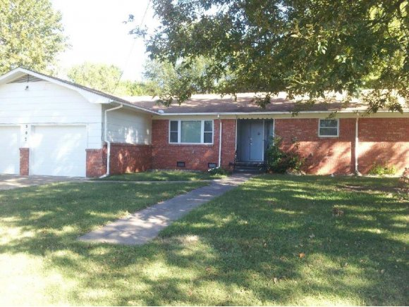 507 NW 2nd St, Checotah, OK 74426