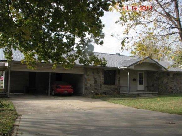 602 W Indianola St, Checotah, OK 74426