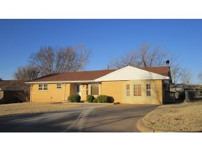 521 N 2nd St, Weatherford, OK 73096