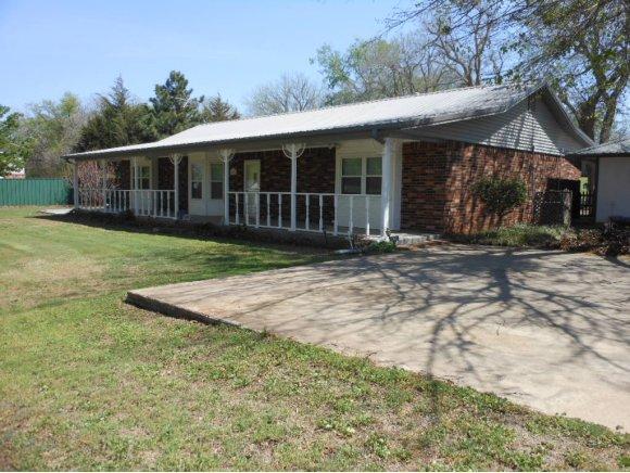 825 Park View Dr, Maysville, OK 73057