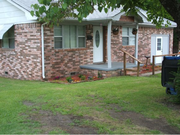 110 NW 3rd St, Checotah, OK 74426