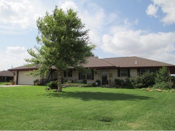 901 9th St Cir, Hydro, OK 73048