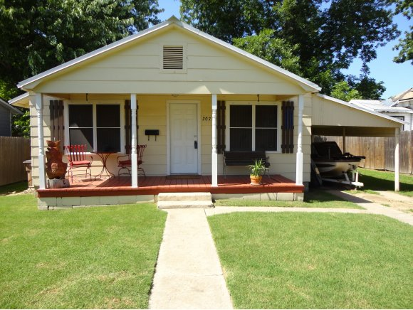 207 Duffee Ave, Eufaula, OK 74432