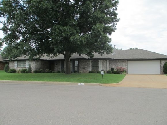 104 Jackson Ave, Weatherford, OK 73096