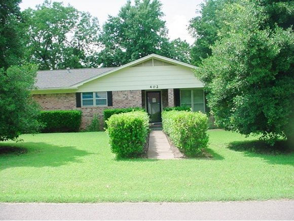 402 NW 2nd St, Checotah, OK 74426