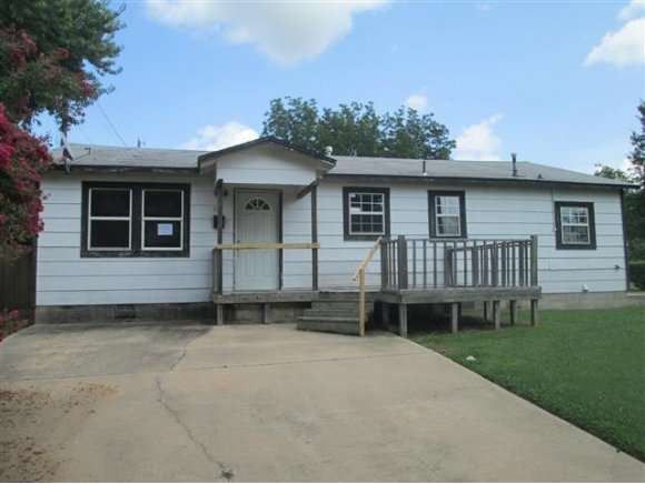 112 SW 3rd St, Checotah, OK 74426