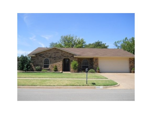 1009 Sherwood Dr, Weatherford, OK 73096
