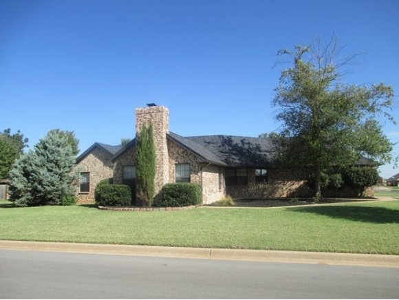 1901 Kristie Ln, Weatherford, OK 73096