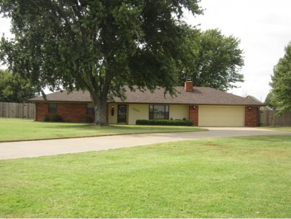 2121 Lyle Rd, Weatherford, OK 73096