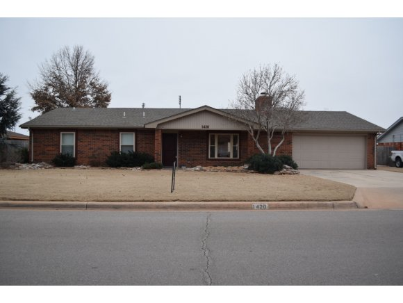 1420 Plains Ave, Weatherford, OK 73096