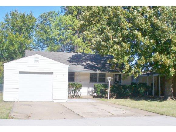 1616 California Ave, Chickasha, OK 73018