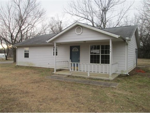 714 W Creek Ave, Checotah, OK 74426