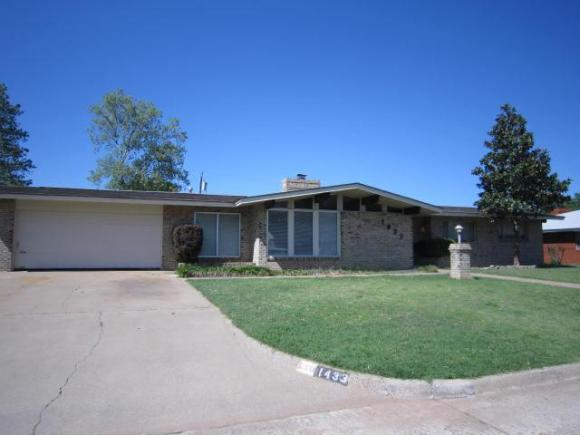 1433 Pine Ave, Weatherford, OK 73096